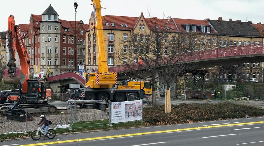 DDR-Fußgängerbrücke am Schmidtstedter Knoten - Foto: www.bahnhof-erfurt.de